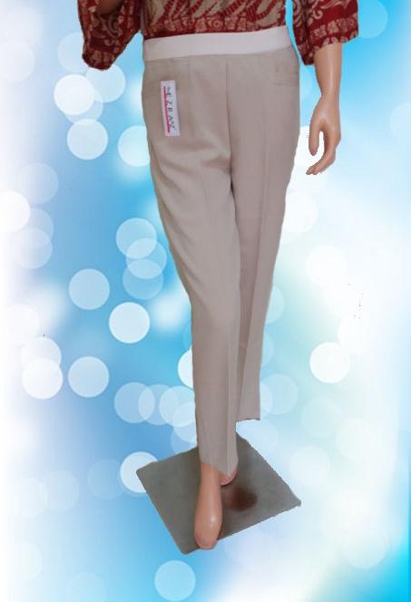 Celana Krem (Belakang)