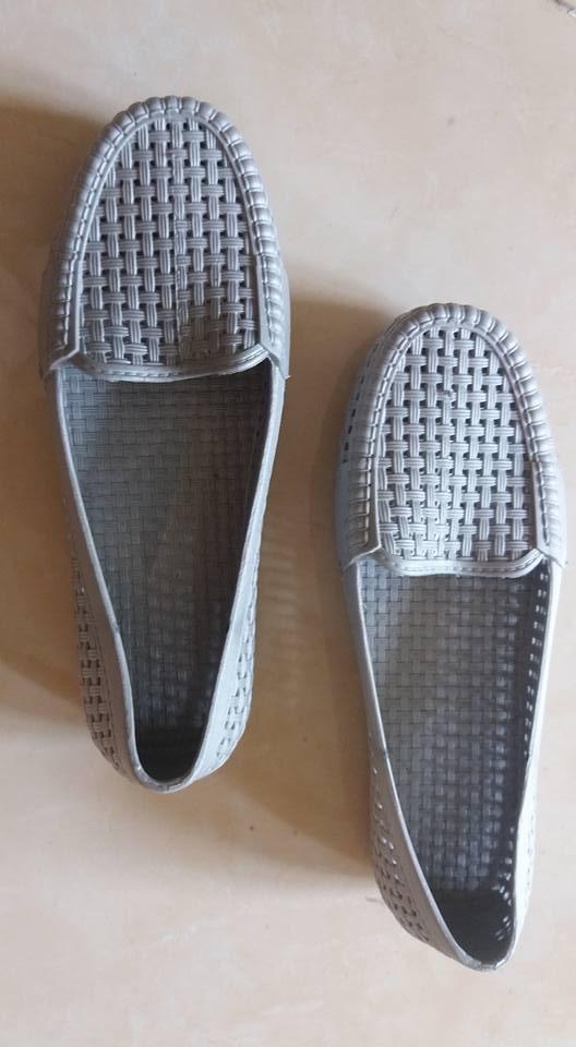 Sepatu wanita abu 2
